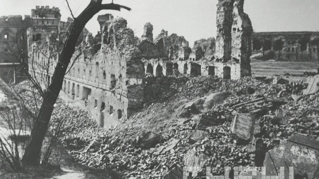 https://www.poznan.pl/mim/bm/pictures/ruiny-cytadeli-po-zakonczeniu-walk-o-poznan-w-lutym-1945-r-fot-zbigniew-zielonacki-cyryl-poznan-pl,pic1,1202,129131,221959,with-ratio,16_9.jpg