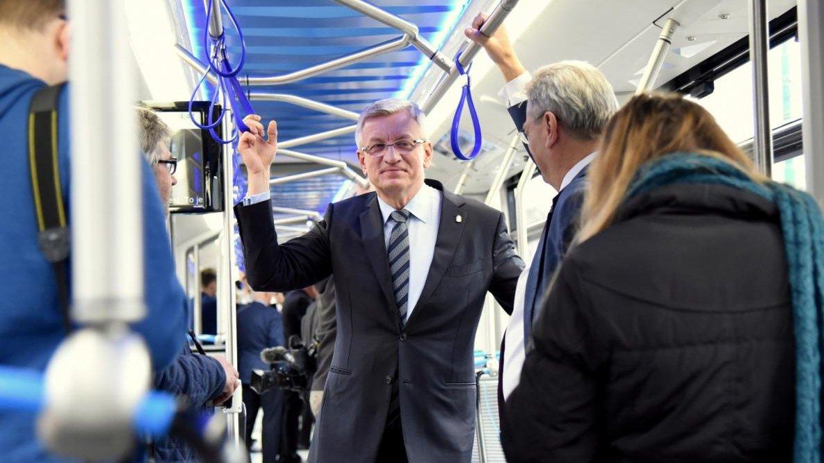 Podpisanie umowy na zakup nowych tramwajów z firmą Modertrans