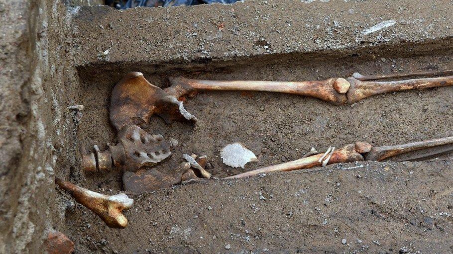 Prace archeologiczne na pl. Kolegiackim