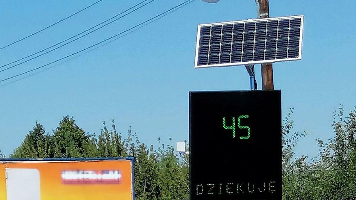 Przy ul. Malwowej i Złotowskiej w rejonie szkół zamontowane zostały elektroniczne tablice mierzące prędkość nadjeżdżających pojazdów - grafika artykułu